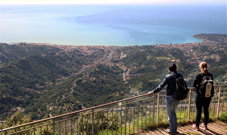 Le village de Sainte-Agnès offre une vue imprenable sur la Méditerranée.