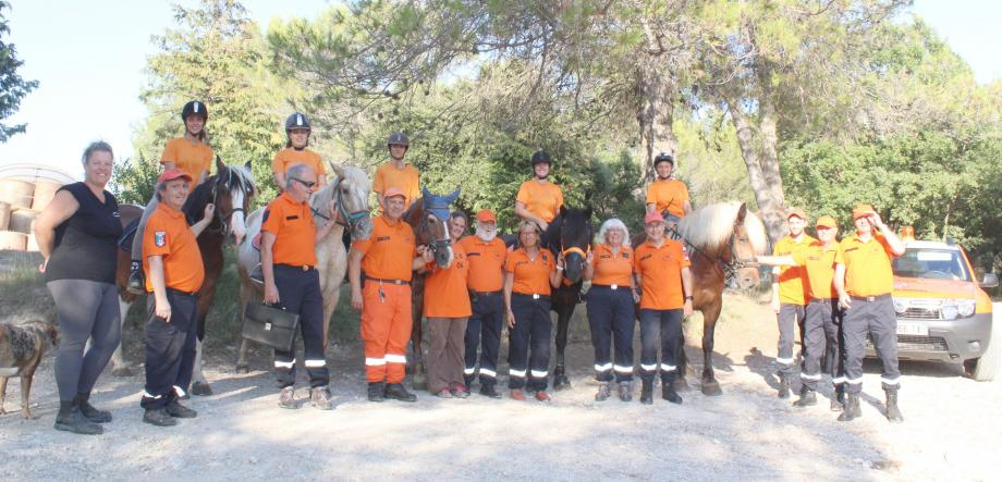 Les patrouilleurs de la ferme Lou Recampado et du CCFF dirigés par François Ramo et Danielle Taba.