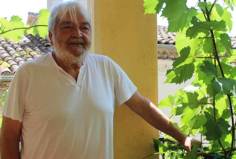 « L'engagement, l'attachement à la commune, c'est une expérience de longue haleine ! », commente Jacques Luigi. Jeune déjà, il s'est impliqué dans le village avec ses amis : en 1967, il crée le club de jeunes « Lou Carretoun  », dont il est président à l'époque.