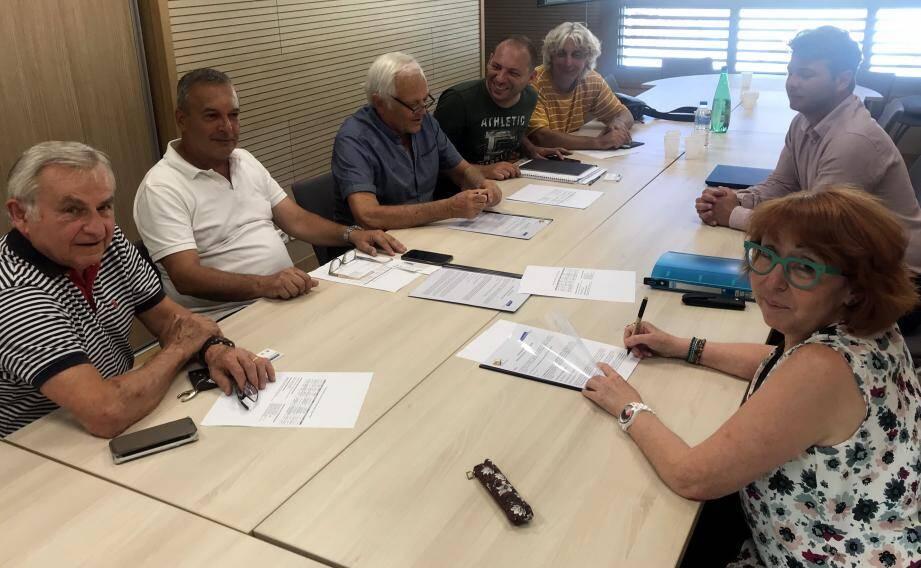 Au premier plan, Valérie Ammirati, présidente d'initiative-Côte-d'Azur a signé avec Maurice Lavagna (en chemise bleue), le renouvellement de la convention avec la CCPP. (DR)