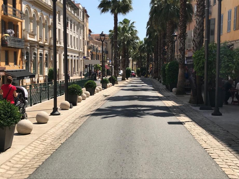 Le corps sans vie de la femme de 39 ans a été retrouvé à son domicile, boulevard du Jeu-de-Ballon dans le centre-ville.