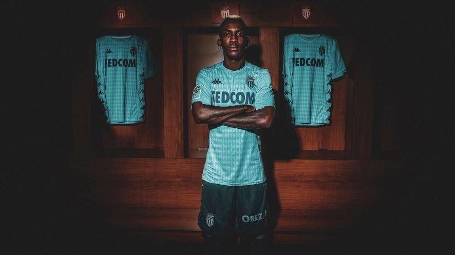 Le maillot Third a été dévoilé lors de la signature du Nigérian Henry Onyekuru lundi soir.