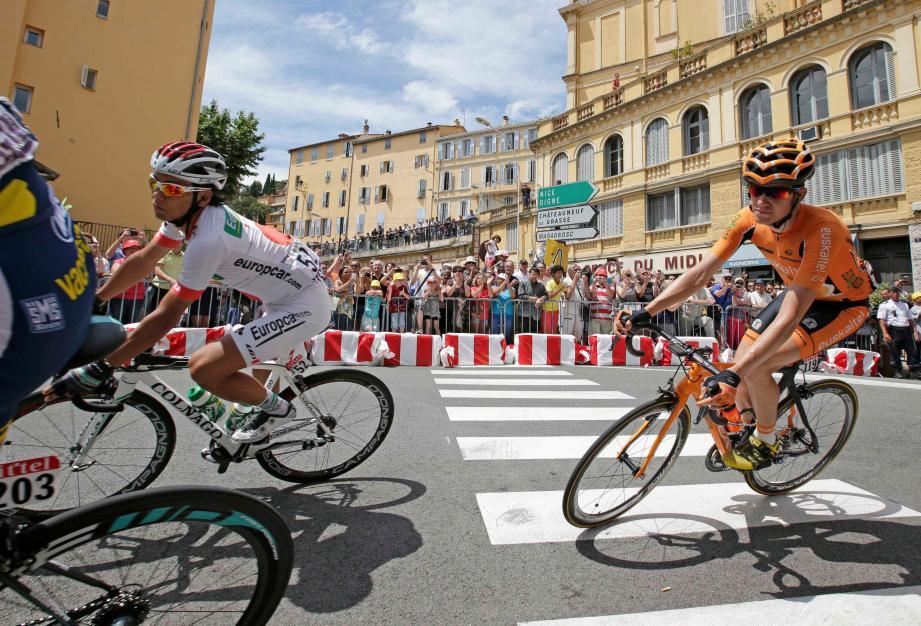 Thomas De Gendt, Yukiya Arashiro, Romain Sicard (de gauche à droite) et le peloton du Tour avait traversé la commune en 2013. Le dernier passage du Tour dans la cité des Parfums. Jusqu'à l'édition 2020? Réponse dans les semaines à venir...