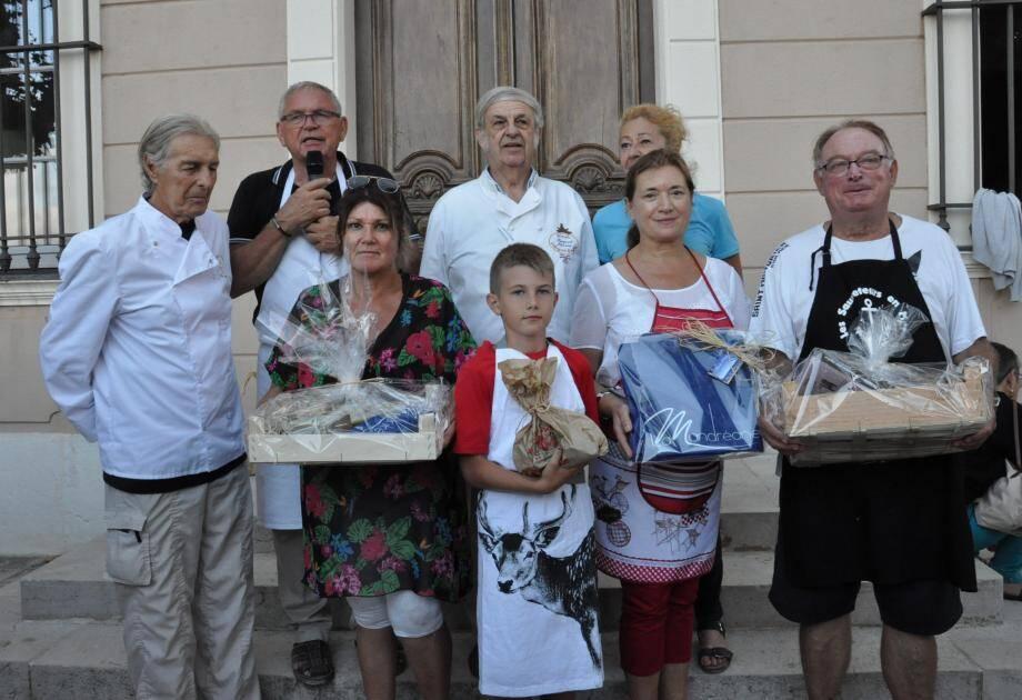Récompensé par le jury et par le maire Gilles Vincent, qui a participé au concours, les vainqueurs ont remporté un repas offert, des livres de recettes et des produits de l'Ermitage.