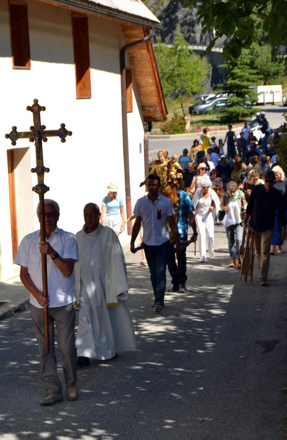 La traditionnelle procession de la Nativité.