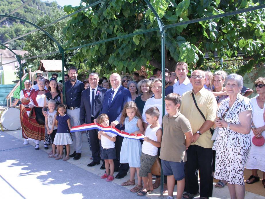 Durant l'inauguration du jardin d'enfants pour la Saint-Roch.