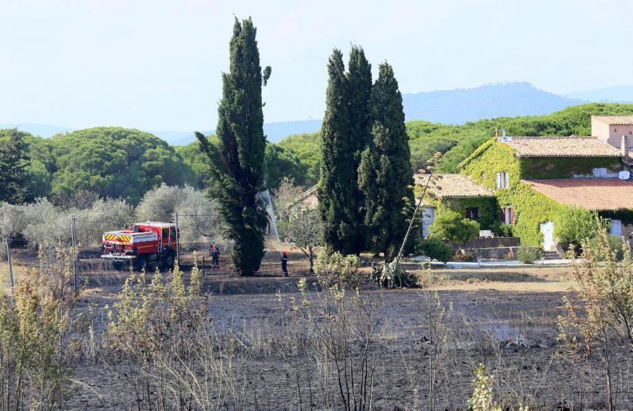 Domaines et habitations ont été protégées par les pompiers.