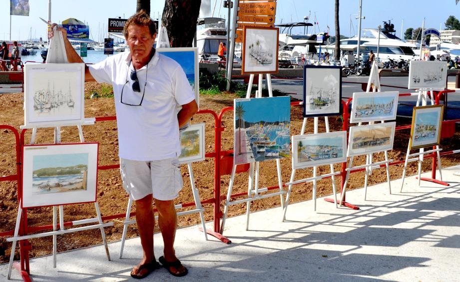 Le peintre Christian Ebel vit de son art, qu'il n'hésite pas à exposer astucieusement sur le port.