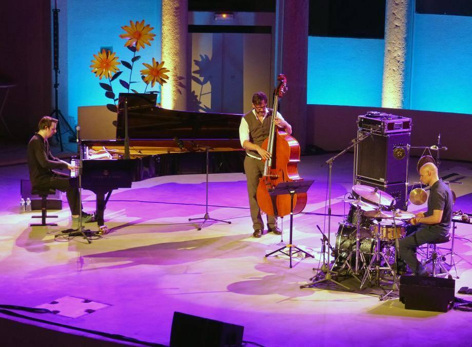 Le trio bluffant et virtuose a enchanté l'avant-dernière soirée du festival lundi.