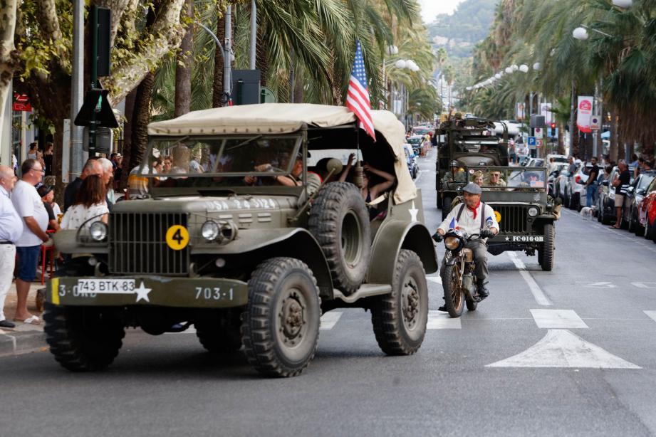 Pour le 75e anniversaire de la libération de la ville, les spectateurs ont notamment profité d'un défilé des véhicules d'époque en ville.