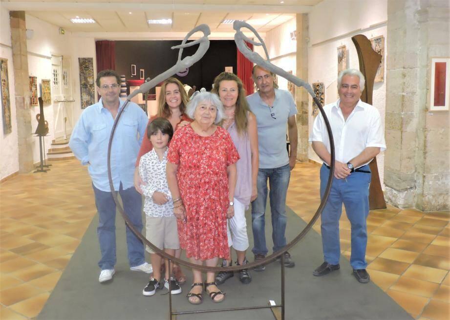 Le quintet d'artistes accueilli par Serge Leibovitz (droite).