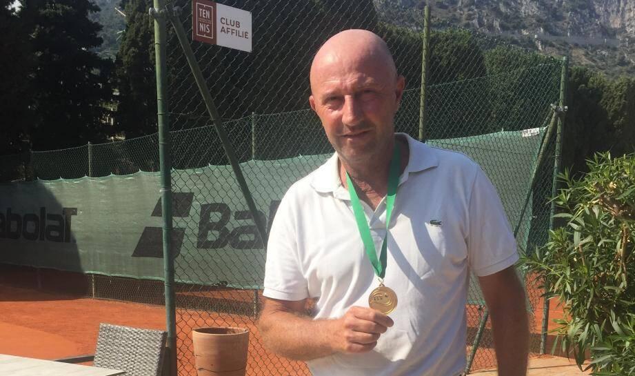 Alain Moracchini, le co-directeur du tennis-club de Beaulieu : champion du « Mundial tennis seniors  » à Lisbonne.