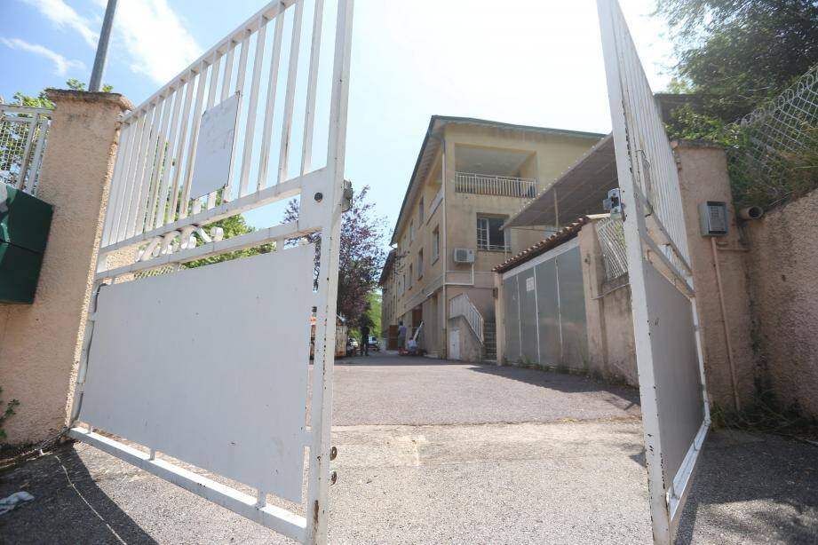 L'ancien centre de vacances Orméa a été réquisitionné par le préfet en avril. Depuis, le maire se bat pour paralyser le projet qu'il juge « inadapté » pour des raisons, notamment, de « sécurité ».