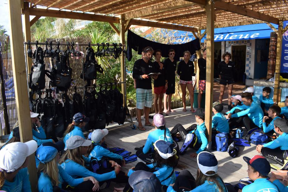 Pour les jeunes dès 13 ans, Pierre Frolla organise un stage d'une semaine de plongée en apnée.