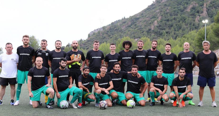 Plusieurs générations des minots formés au FC revestois se retrouvent cette saison pour une aventure sportive qui débutera par ce premier tour de coupe de France.