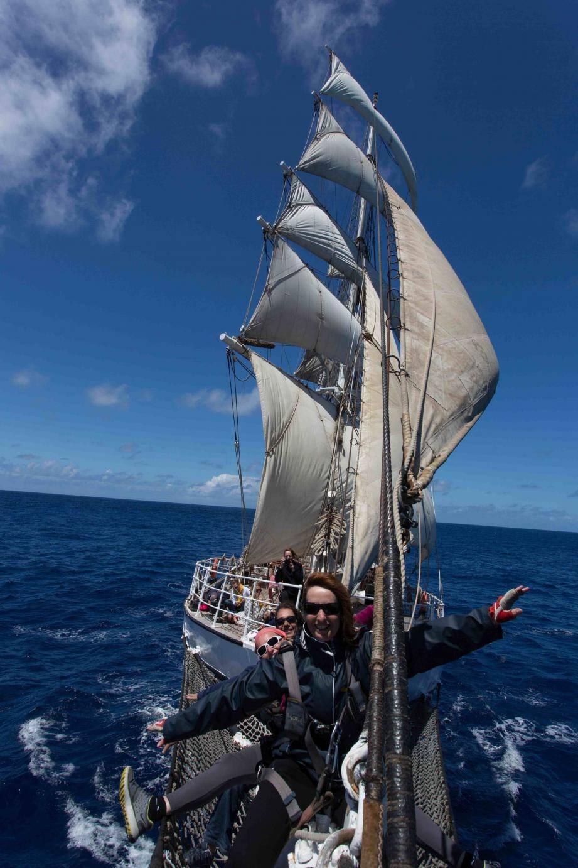 Les postières ont eu pour parrain le skipper renommé : Yvan Bourgnon.(DR)