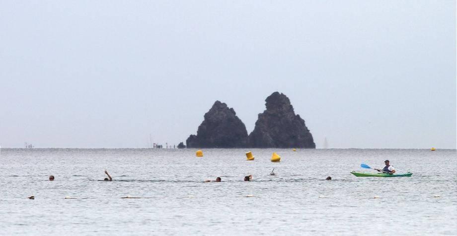 Il y aura du monde dans et sur l'eau demain matin entre les Deux Frères et la plage des Sablettes à l'occasion du Kanathon.