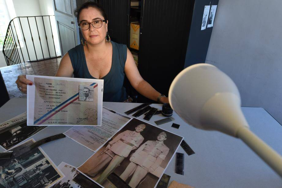 La petite-fille d'Emile Vacek, Cécilia Brovia a retrouvé les archives mentionnant l'action de son grand-père lors de la Libération de Paris.