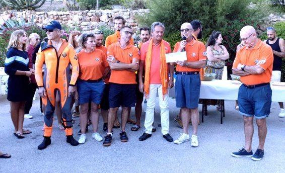 Un chèque de 1 000 euros a été remis par Philippe Blondeau à Rémi Fantin, vice-président de la station bandolaise.