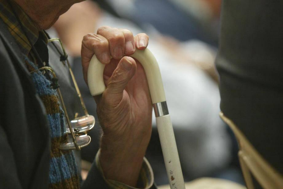 L'association recherche des bénévoles pour venir en aide aux aînés isolés.