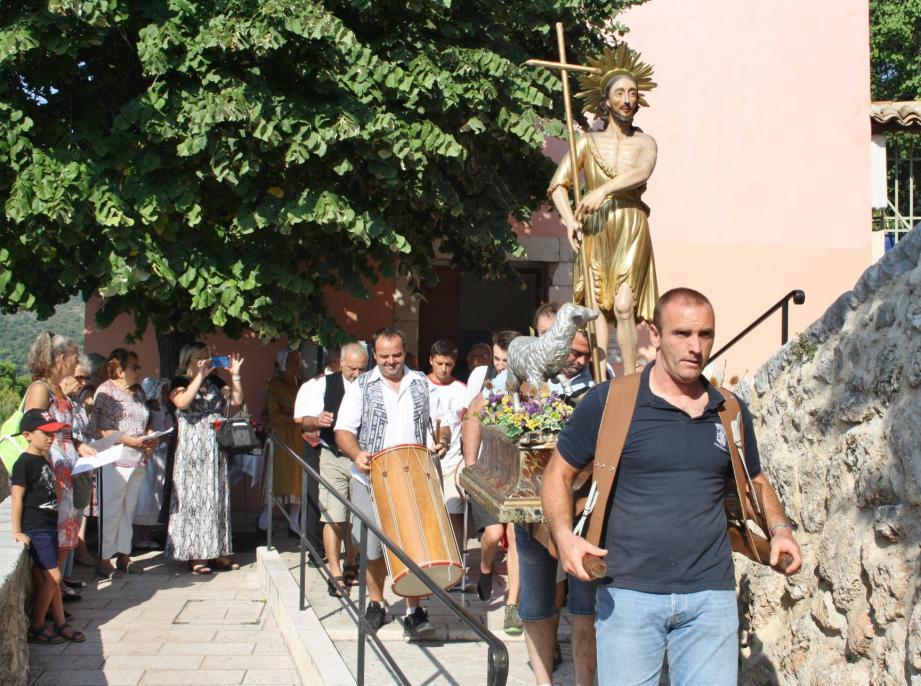 La procession a démarré, hier matin, dans les ruelles de Saint-Jeannet qui célèbre la Saint-Jean-Baptiste jusqu'à aujourd'hui.