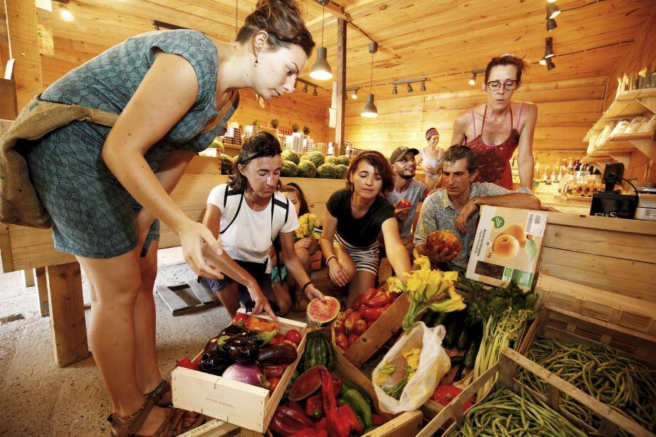 Les légumes de Saint-Paul, à La Colle, donnent ses invendus tous les mardis et samedis.(Photo Dylan Meiffret