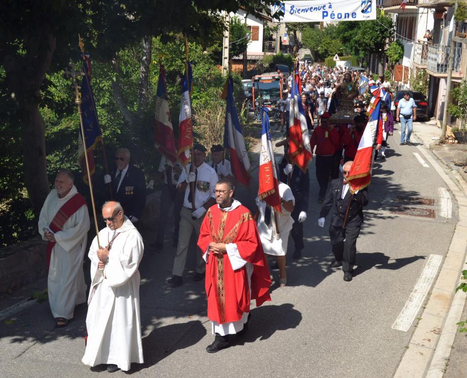 La procession de la Saint-Vincent à travers les rues du village. Un rendez-vous traditionnel. L'occasion, cette année, pour le maire Guy Ammirati de présenter ses projets pour la commune. Un élu largement soutenu par l'ancien maire de Péone : Charles-Ange Ginésy, aujourd'hui président du Département.