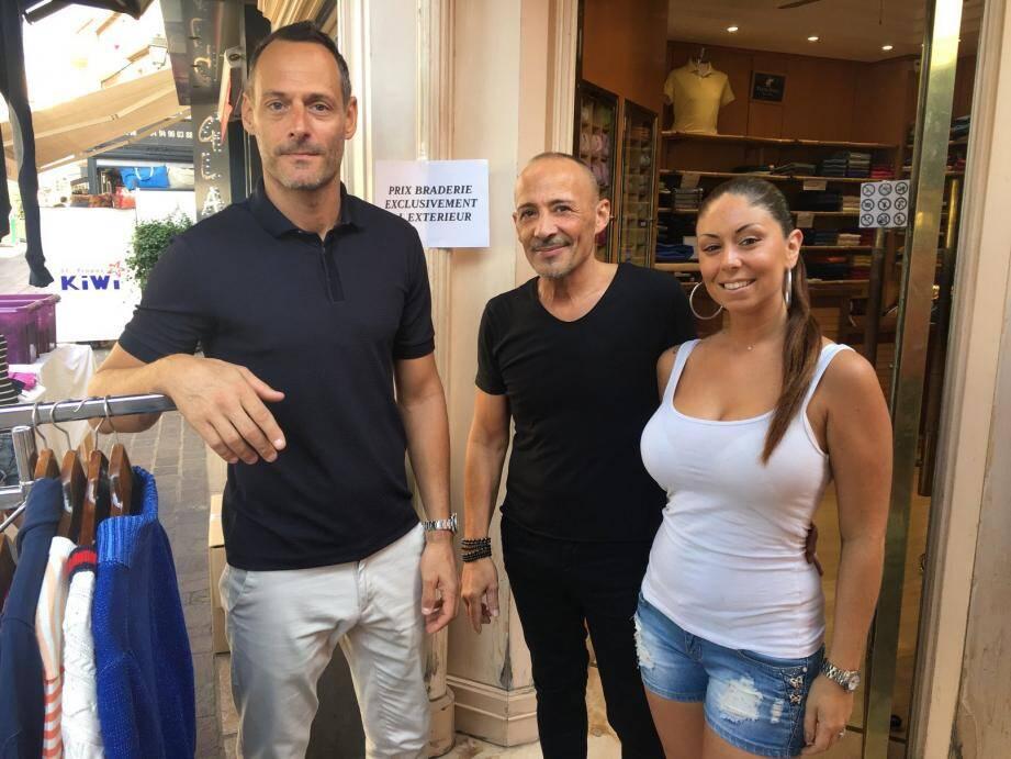 Le président de l'UMCA (à gauche), ici en compagnie de Thierry Schneider (Peter Polo) et Serena Seguin, dresse un bilan très positif de la braderie 2019.