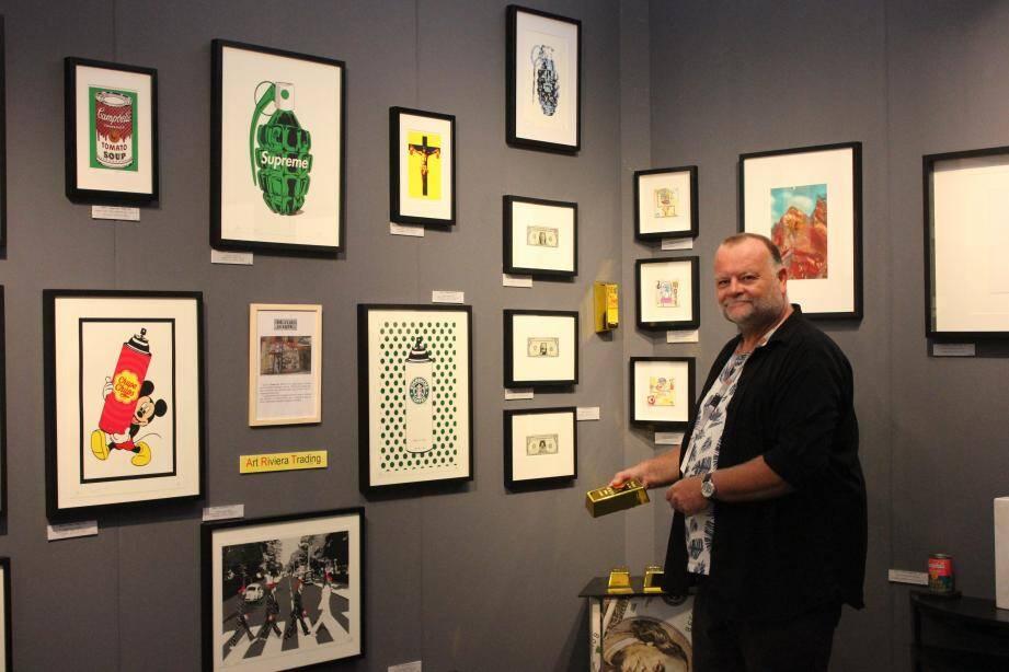 Le stand de Christophe Cys Debeir se distingue par l'originalité de ses tableaux.