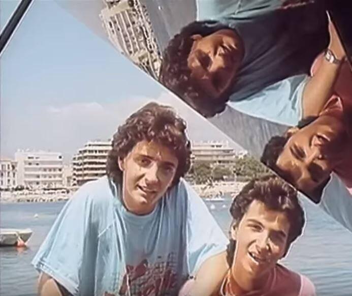 Sur la plage du Ponteil, les deux amis roucoulent en short de bain. Le scénario du clip? C'est simple: où qu'ils passent, les nanas tombent comme des mouches!