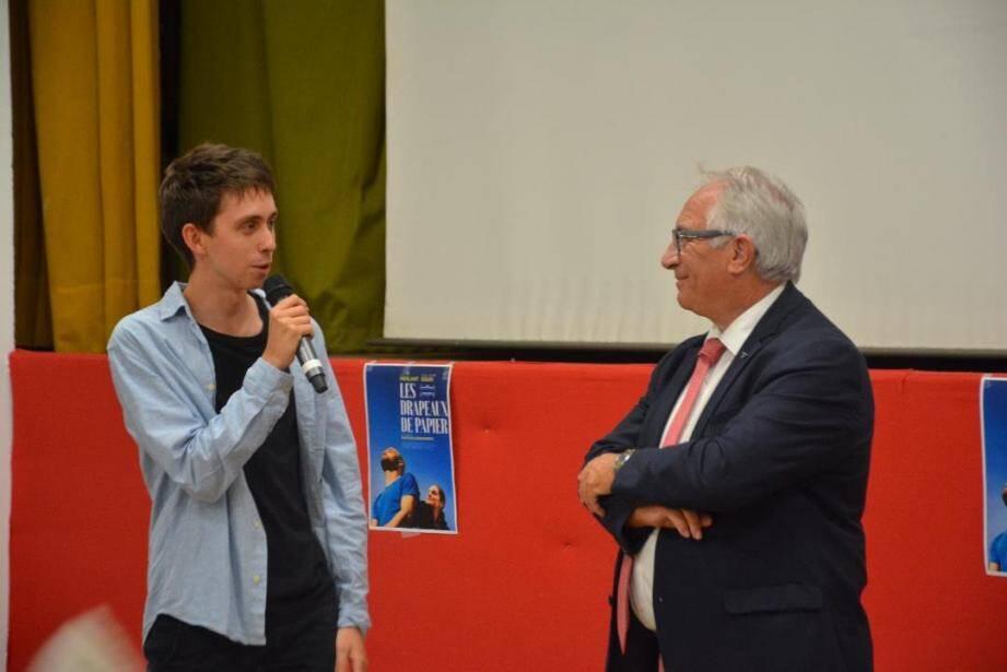 Accueilli par le maire, Gérard Delhomez, le réalisateur de 19 ans, Nathan Ambrosioni, a présenté son 1er long-métrage, sur ses terres natales. (DR)