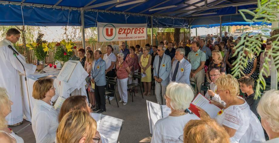 La messe a rassemblé les fidèles du Saint-Louis Club.