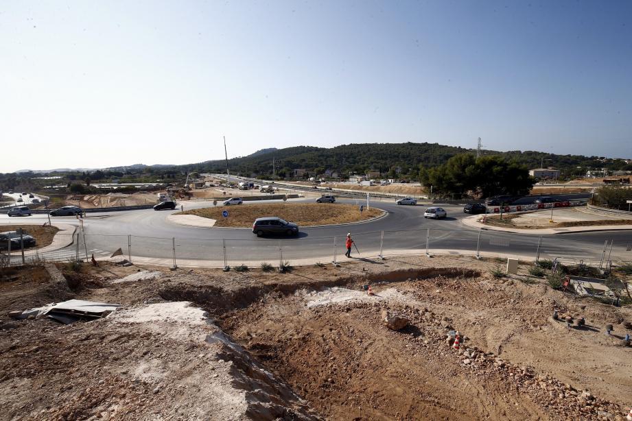 Le paysage a déjà bien changé depuis la mise en service des deux nouveaux giratoires fin 2018. Actuellement, les travaux consistent en la construction des bretelles et des deux gares de péage.