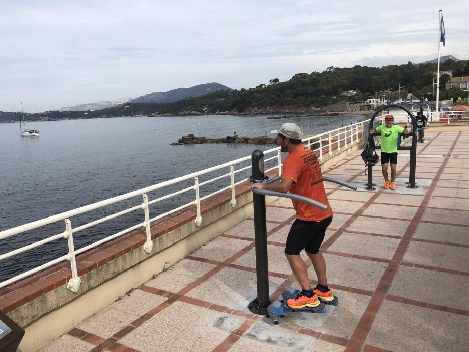 À La Garonne, les équipements de culture physique face à la mer sont déjà adoptés par les sportifs pradétans et par les touristes.