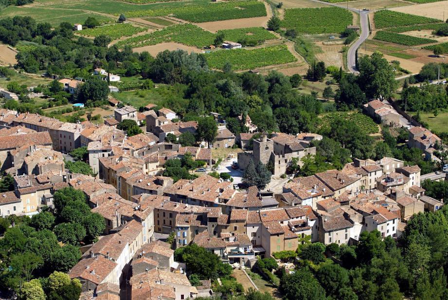 Les habitants du village de Correns sont invités à se rendre aux urnes samedi.