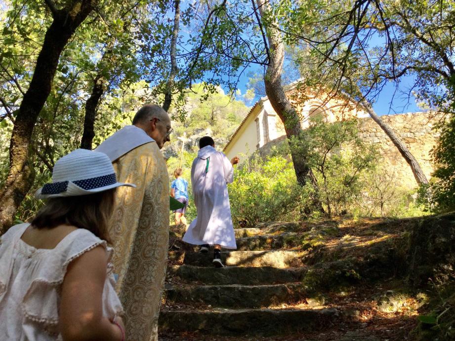 Une lente ascension vers la chapelle.
