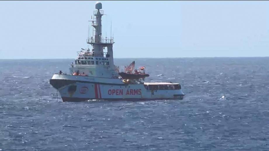 Capture d'image d'une vidéo de Local Team montrant le bateau humnitaire espagnol Open Arms près des côtes de l'île de Lampedusa, le 15 août 2019 en Italie