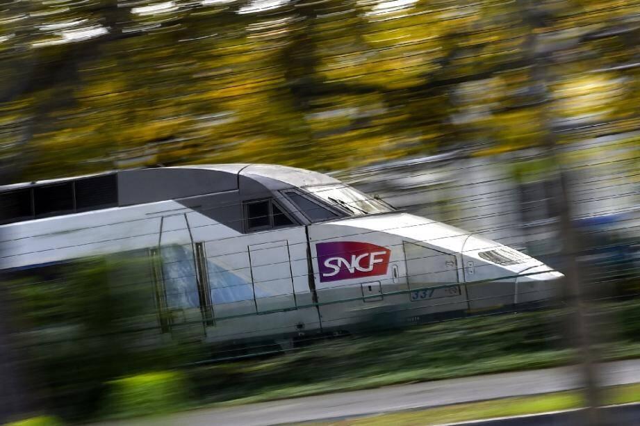 -Un TGV, qui reliait samedi après-midi Lausanne à Paris, a percuté dans le Jura un troupeau de vaches sorti de son enclos