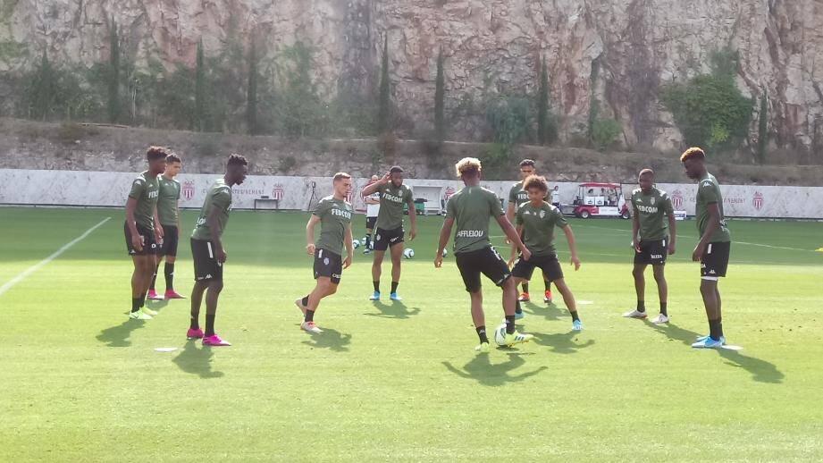 Ruben Aguilar (au cœur du toro à gauche) a participé à sa première séance d'entraînement avec l'AS Monaco.