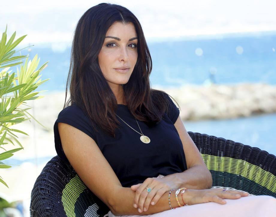 Jenifer chantera Aznavour au Palais des Victoires à Cannes.