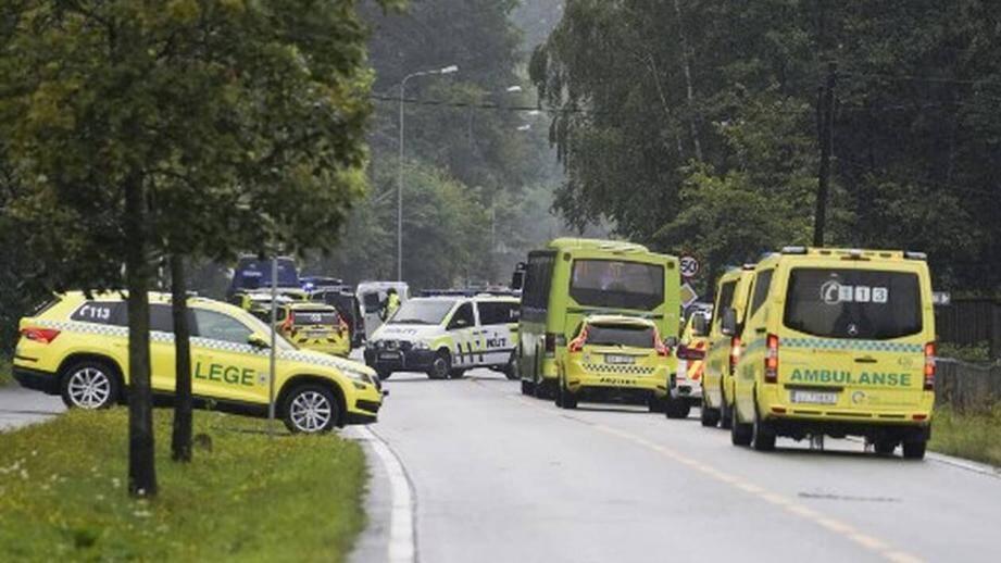 Des véhicules de police près de la mosquée attaquée en Norvège ce samedi 10 août