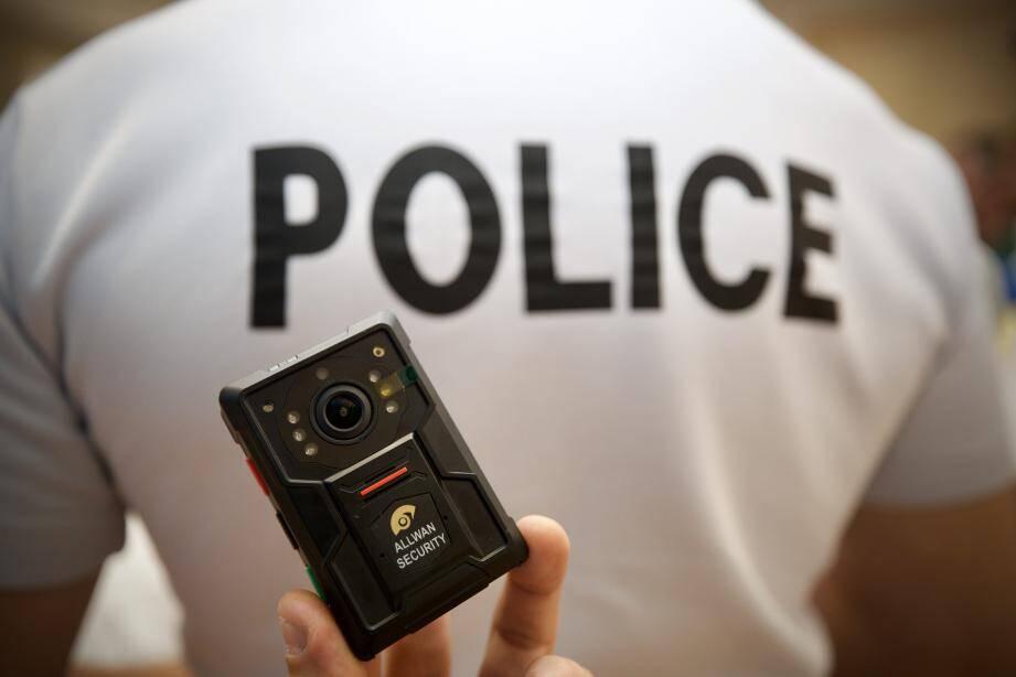 Vous serez prévenu lorsqu'un policier activera sa caméra en face de vous.
