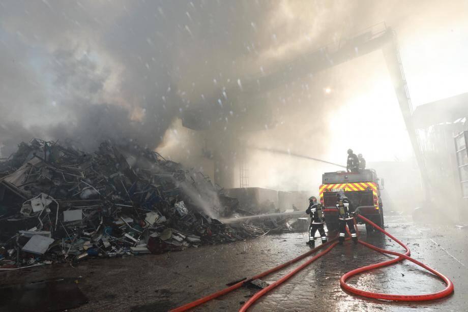 L'incendie avait pris au cœur d'un amas d'un volume de 300m3.