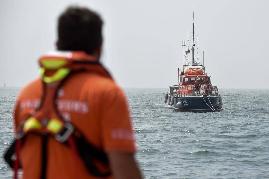 Les sauveteurs de la SNSM qui ont embarqué en sept minutes, n'ont rien pu faire pour sauver les trois enfants du naufrage.