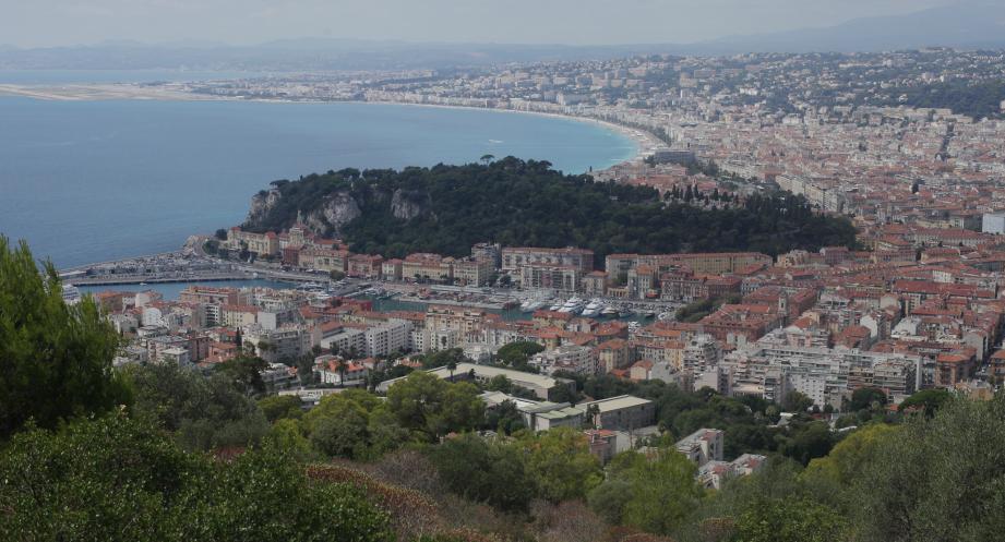 Vue de l'espace, Nice est l'une des villes les plus verts de France.