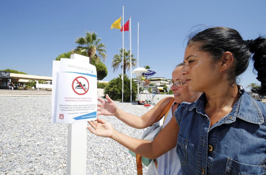 Le drapeau rouge flottait encore ce lundi sur les plages laurentines. Passera-t-il au vert ce mardi ?