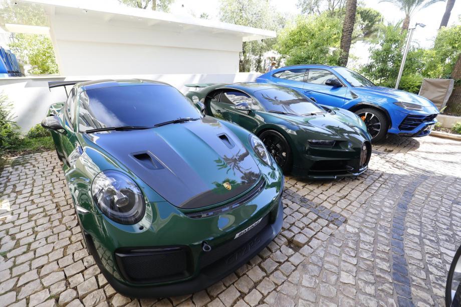 Porsche, Bugatti, Lamborghini... Il y en a pour tous les goûts et les couleurs.