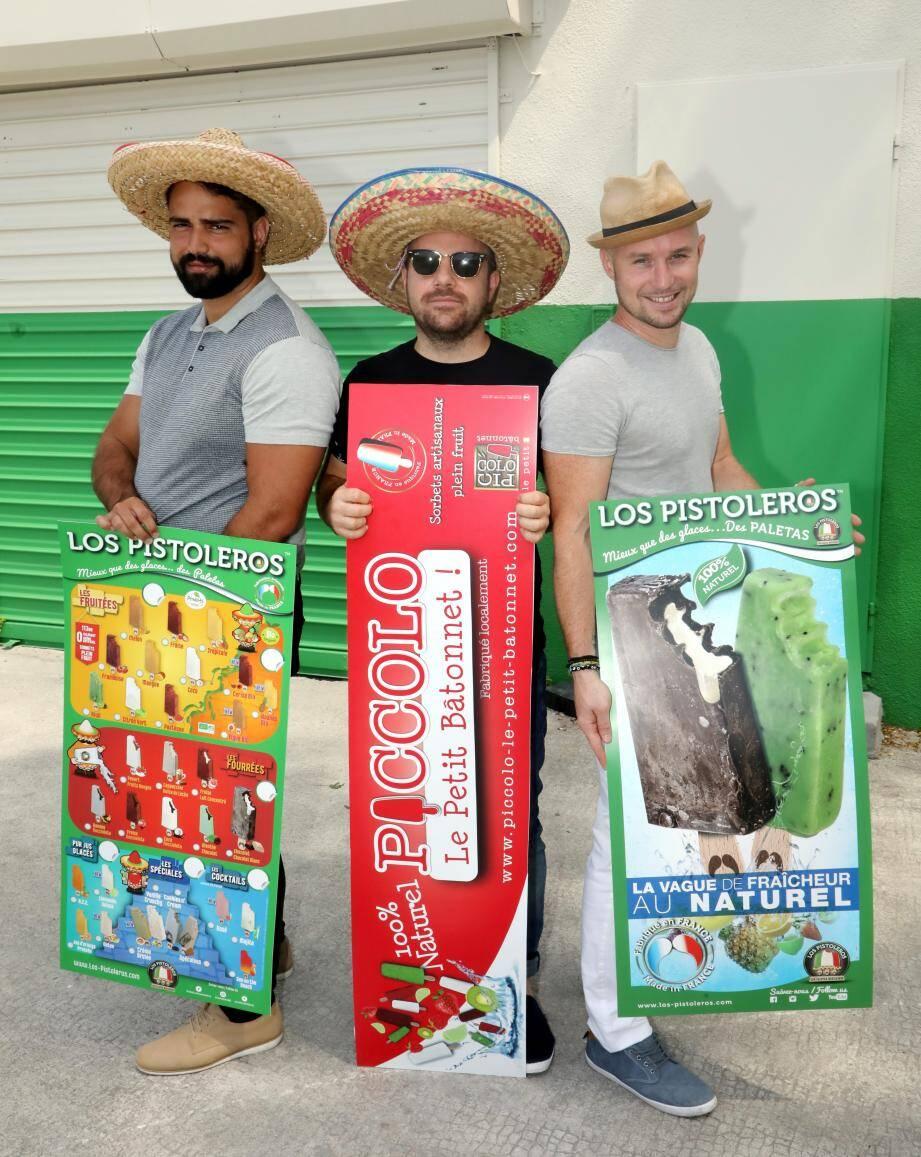 Derrière Los Pistoleros, les trois amis cannois David Nunes de Abreu, Aurélien Layet et Michaël Bensaid.