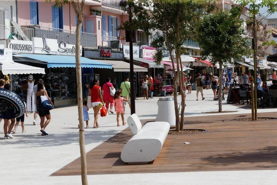 Les travaux du quai De-Gaulle sont presque achevés. Interrompus pendant les mois de juillet et août, ils reprendront en septembre du côté du casino, où il reste à réaménager le rond-point et le parvis. L'ensemble du chantier avait été estimé à plus de 7 millions d'euros, financés essentiellement par la Ville, sans recours à l'emprunt.