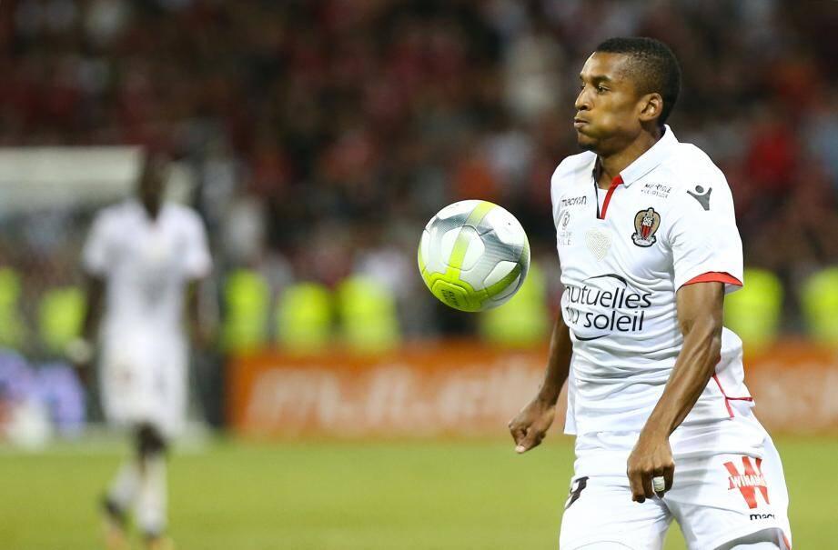 Le Brésilien Dalbert se serait bien vu rejouer sous les couleurs de l'OGC Nice.